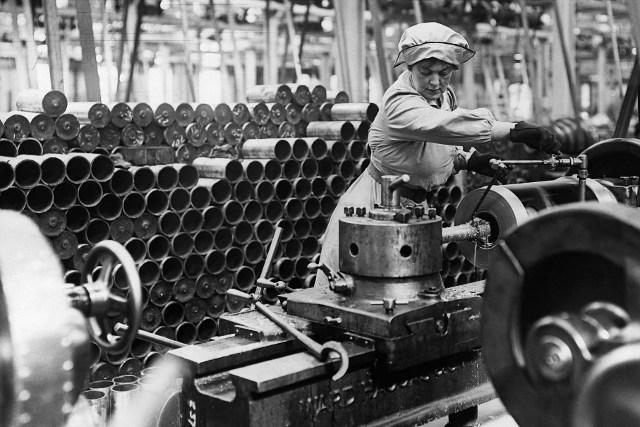L'arrêt des combats, funeste décision, pousse vers le chômage de nombreux ouvriers.